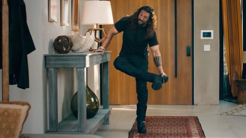 jason-mamoa-gets-disturbingly-comfortable-in-hilarious-rocket-mortgage-super-bowl-commercial-social.jpg