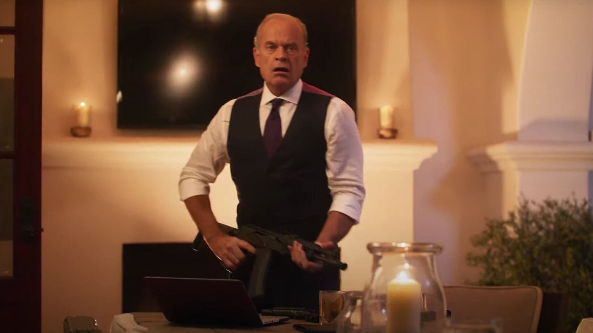Trailer For Kelsey Grammer And Thomas Jane S Airplane Casino Heist