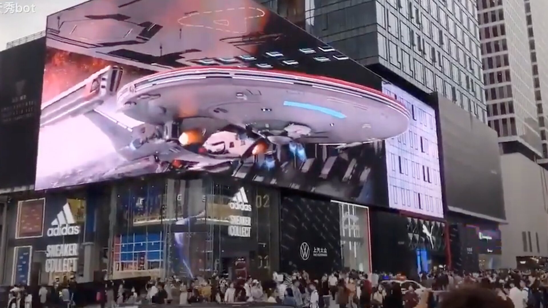 giant-digital-display-features-an-awesome-star-trek-3d-effect-social.jpg