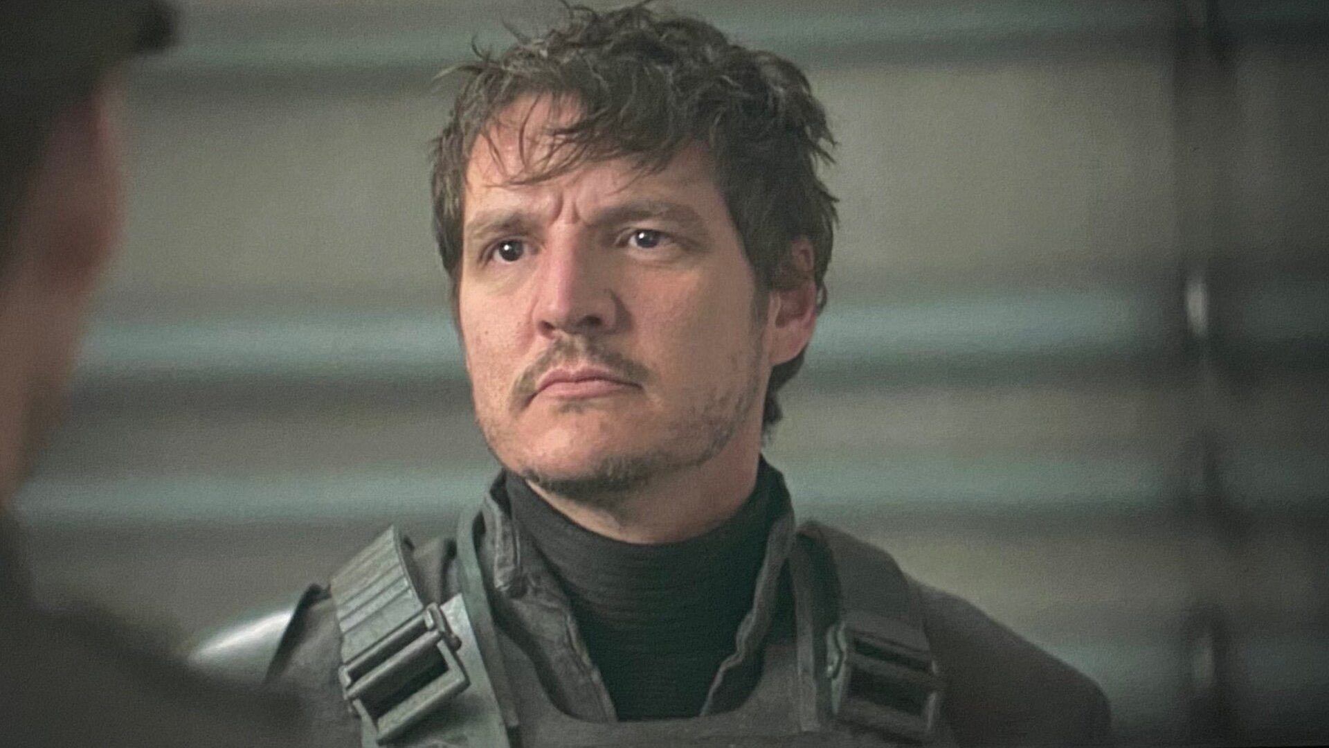 Pedro Pascal Is Perfectly Fine with Not Taking Off His Helmet in THE  MANDALORIAN — GeekTyrant