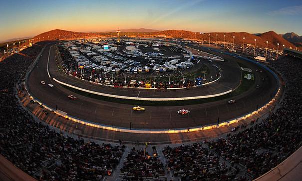Phoenix_International_Raceway_4.jpg