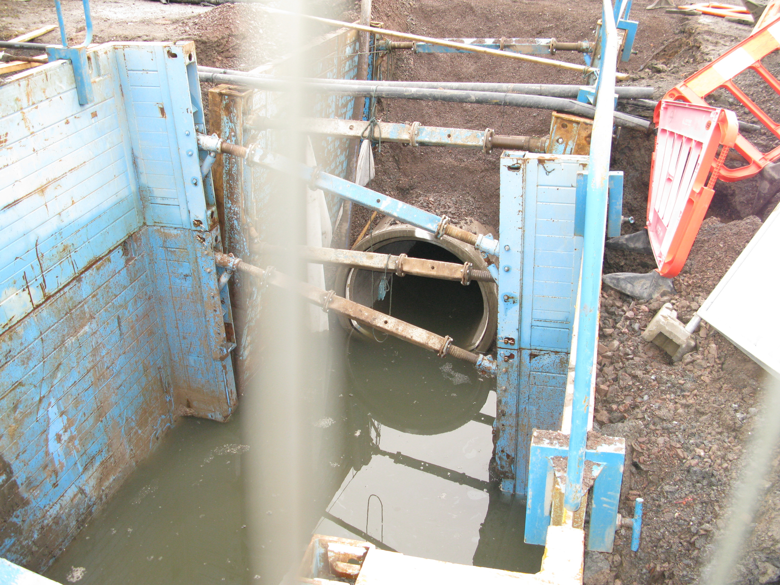 1500mm PCC pipe being laid.