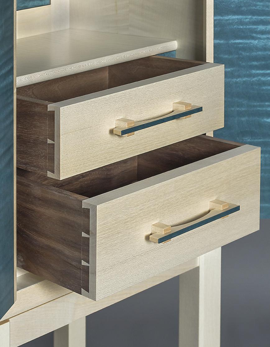 Dovetail detail