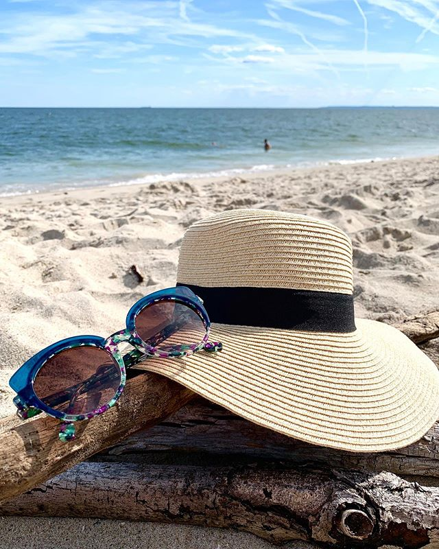 Perfect Beach Days Deserve A Perfect Pair Of Sunglasses 🕶 #summerinnyc #summer #summer2019 #summershades #summersunglasses #sunglasses #iwearmysunglassesatnight #sunglasses😎 #shades #sexysunglasses #shades #eyewear #eyewearstyle #eyewearfashion #handcrafted #handmadeframes #madeinitalywithlove #resrei #resreieyewear #resrei_eyewear #zeitlinoptik #opticians #nyc #independenteyewear #shopsmall