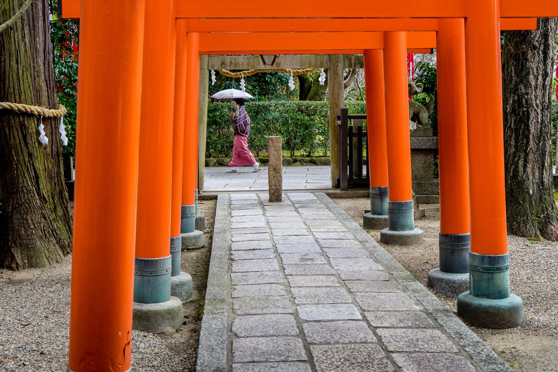 orange-pillars-japan