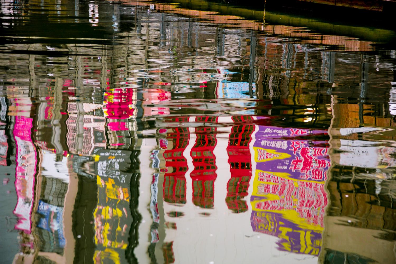 japan-street-scene-water-reflection