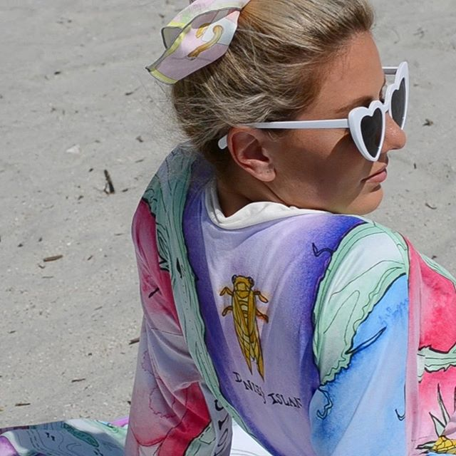 This is chic 🌈 🌞 💜 🕶 A still shot from a lil insta film coming soon. Thanks @lifedeathandme! #gunnersdaughter #gdcharlestonmap #charleston #rainbowrow #gunnersdaughterrobes