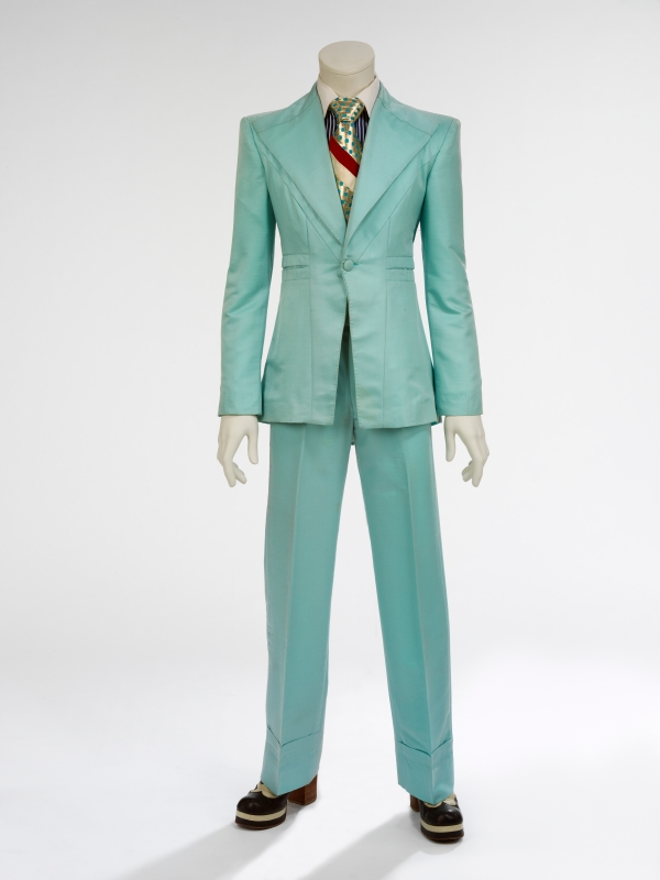 2018_David_Bowie_is_15_Ice_blue_suit_1972_Designed_by_Freddie_Burretti_for_the_Life_on_Mars_video_4000w_600_800.jpg