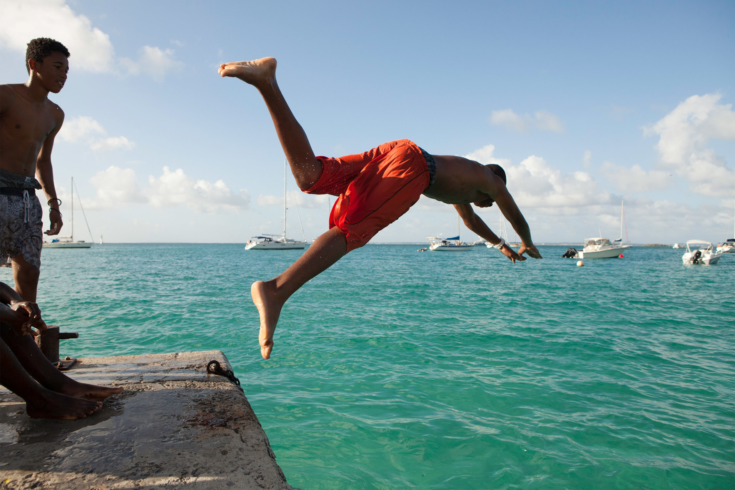st_barts_carribean_boys_jumping_into_ocean_IMG_3982_retouched.jpg