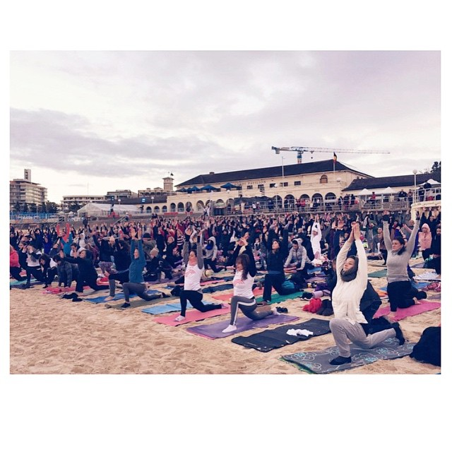Sea of yogis! Nearly 600 yogis braving the cold to support our music and yoga charity @asoundlifecharity and celebrate #worldyogadaychallenge. I'm still buzzing from the magic that happened today at #bondibeach. Also just got word that my song #thefirstray will be aired on @abcradionational in an hour! To celebrate #worldyogaday, hop on and download the song for free -- www.vaanimusic.com/freedownload ❤️✌️😍🌟