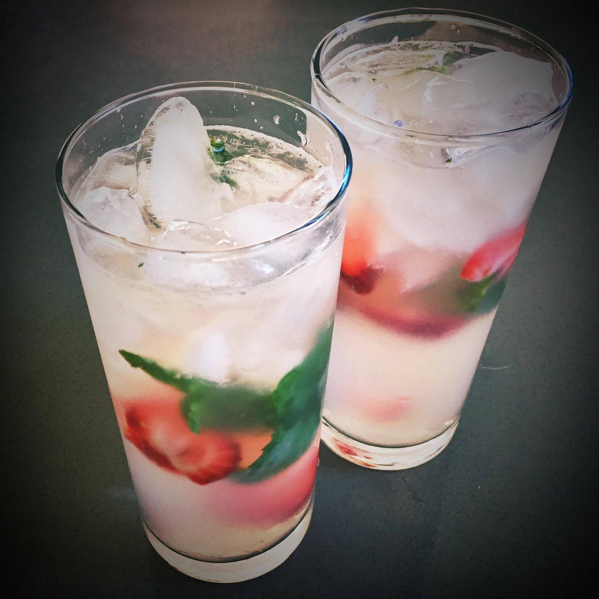 sparkling_strawberry_mint_lemonade.jpg