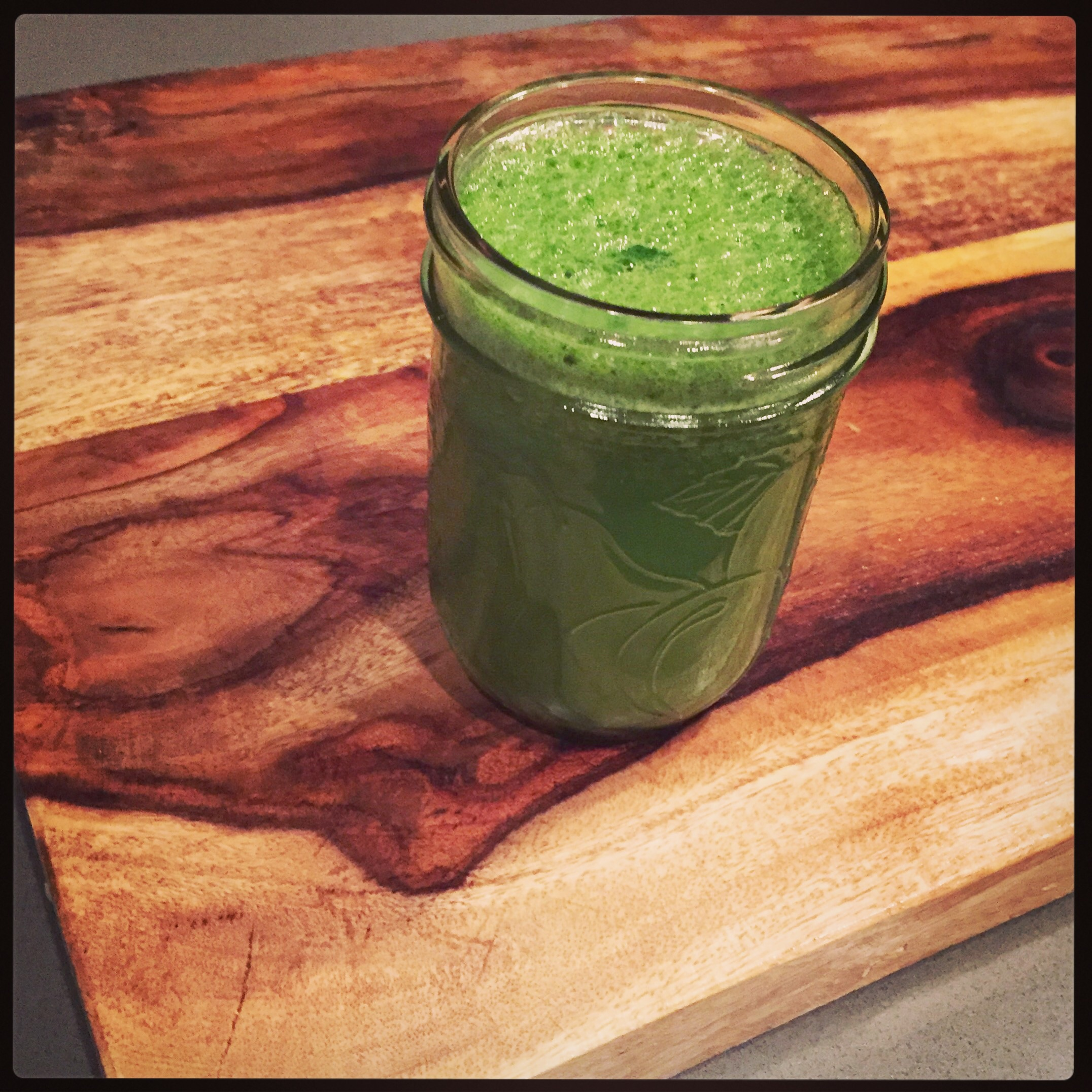 Tropical Green Juice || Hillary with 2Ls