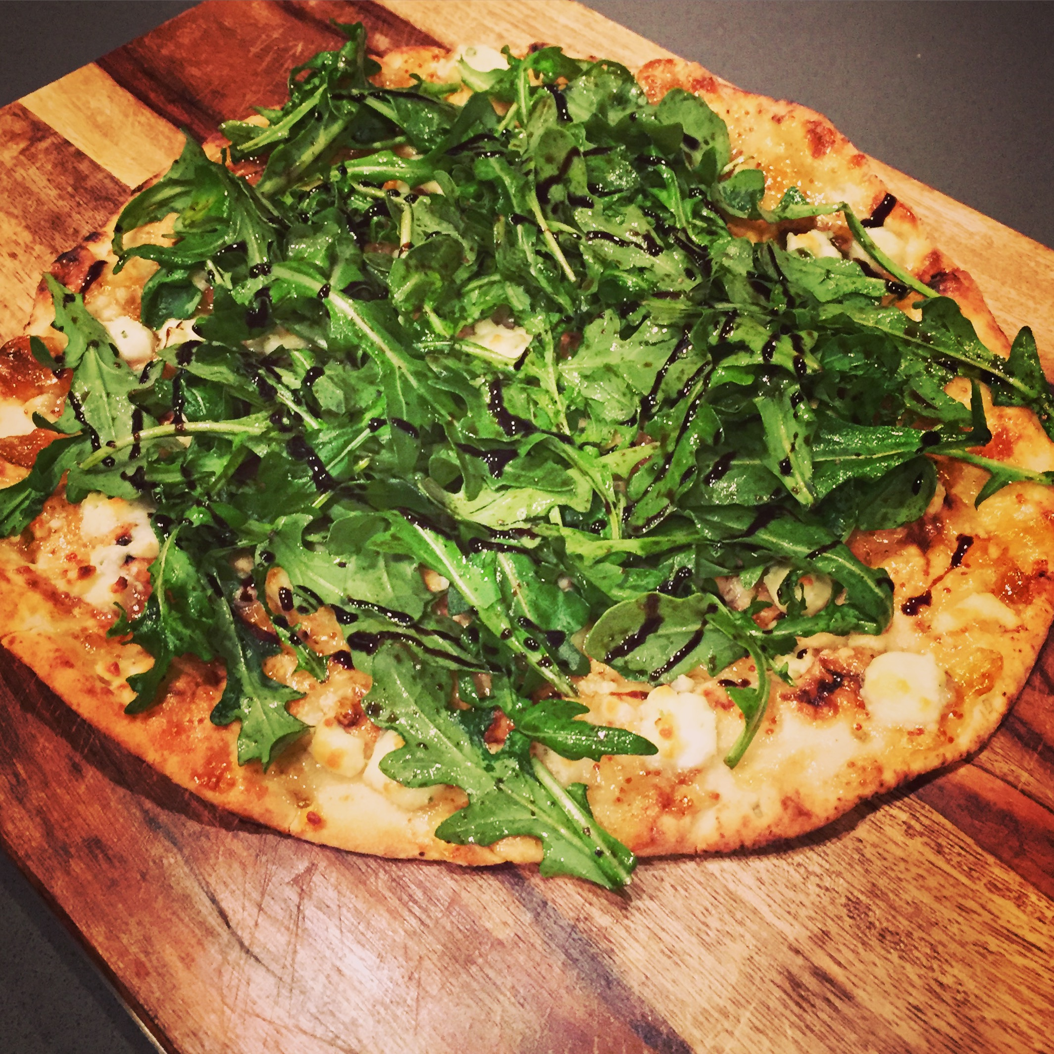 apricot_goatcheese_flatbread_Hillarywith2Ls