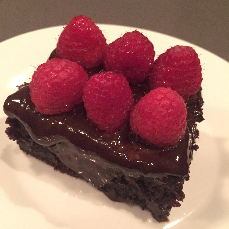Chocolate_cake_hillarywith2Ls.JPG