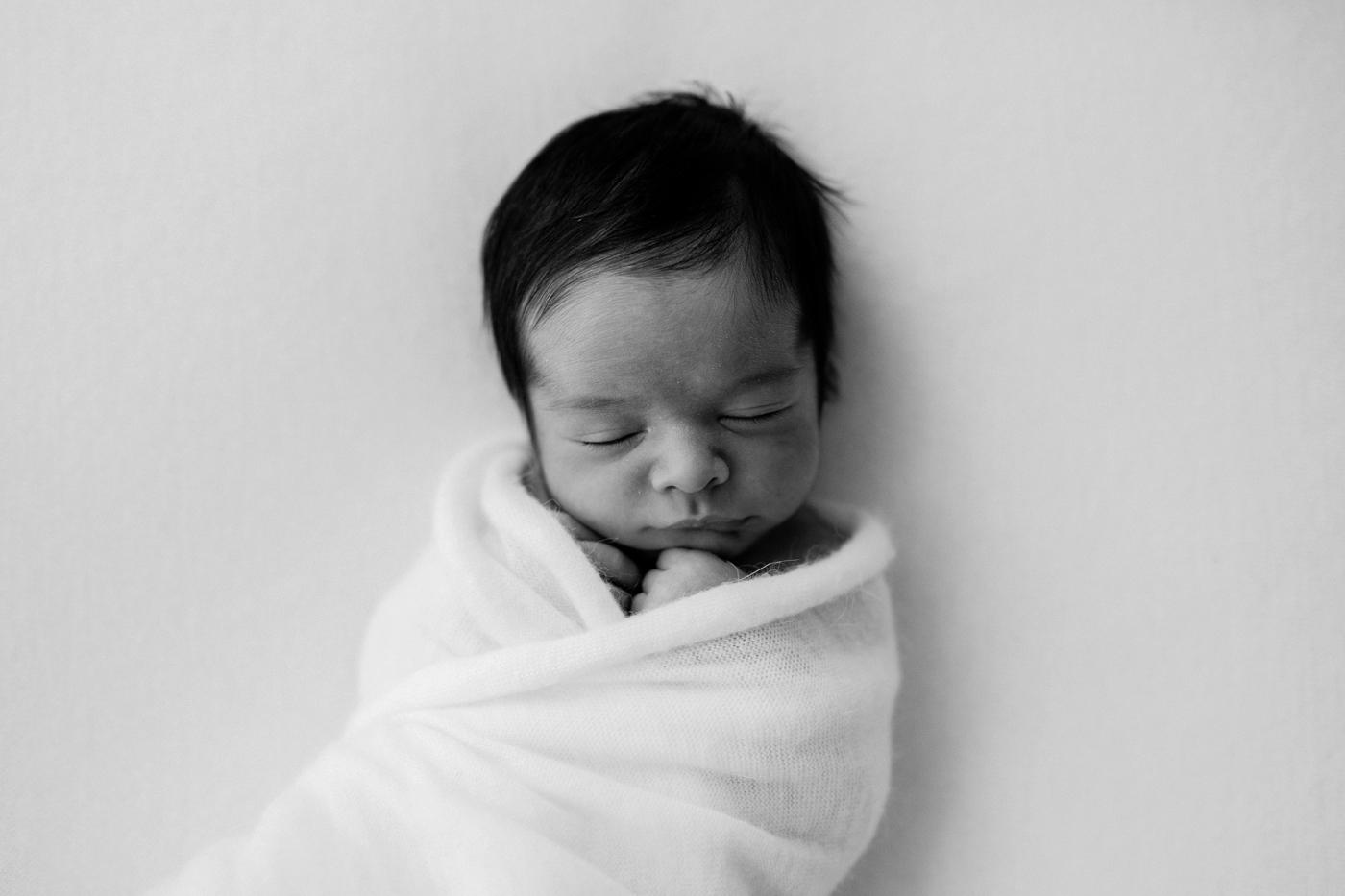 Baby WIlla - Natural newborn photographer in Adelaide - Natural light simple newborn photography - Katherine Schultz - www.katherineschultzphotography.com
