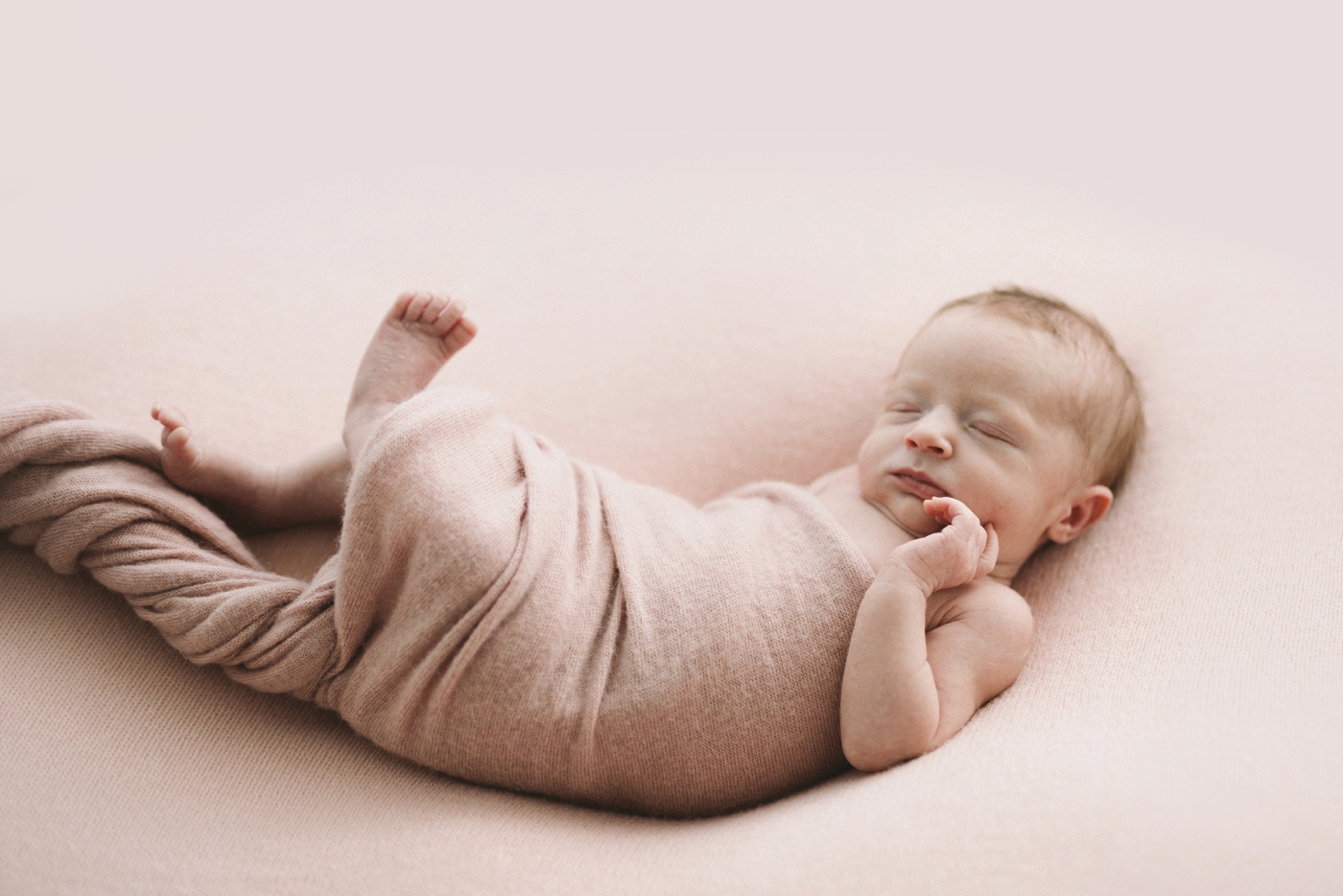 Goldie - Natural Newborn Photographer in Adelaide - Simple and Beautiful Newborn Photography - Katherine Schultz - www.katherineschultzphotography.com_0008.jpg