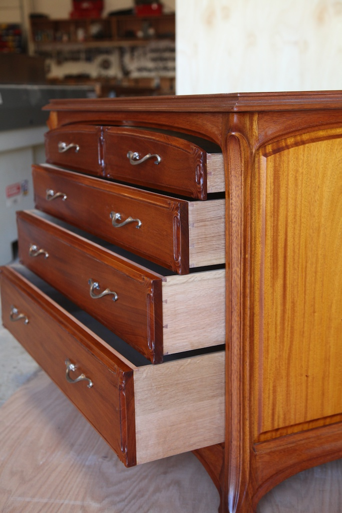 Hand-cut dovetailed drawers in white oak secondary wood.