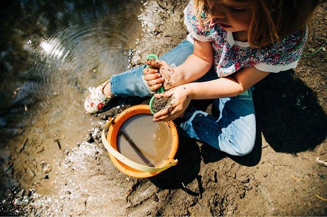 Let them play in the mud 😍  #letthembelittle #bornwild #optoutside #wildchild #intothewoods #clevelandfamilyphotographer #clevelandlifestylephotographer