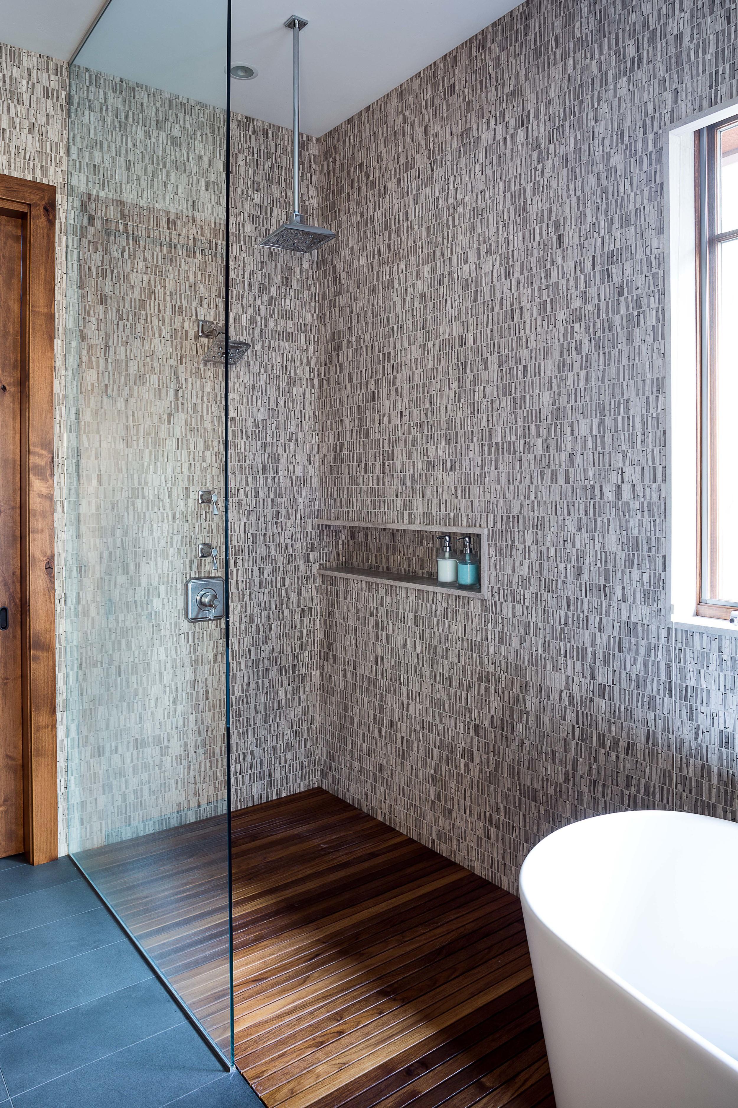2 Maven_Crosswater_Shower.jpg