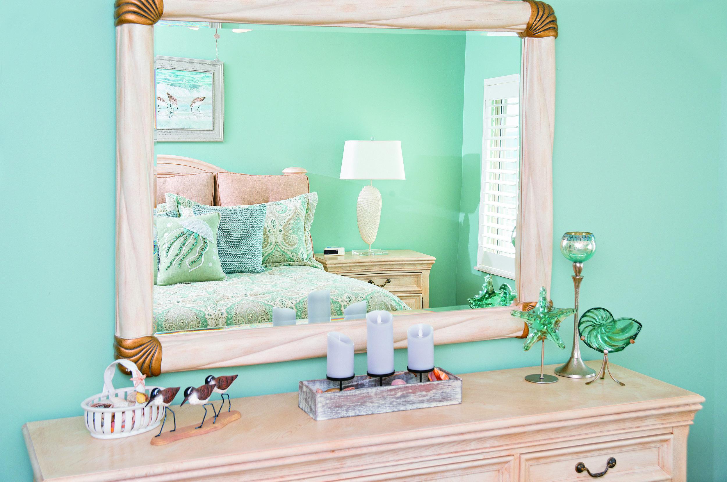 rsz_master_bedroom_mirror.jpg