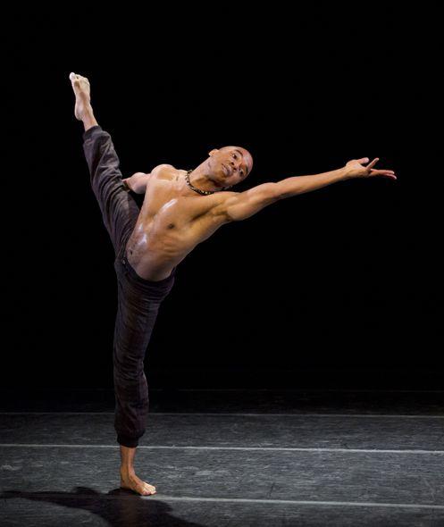 Alvin Ailey American Dance Theater'sMatthew Rushing in Aszure Barton's LIFT. Photo by Paul Kolnik.