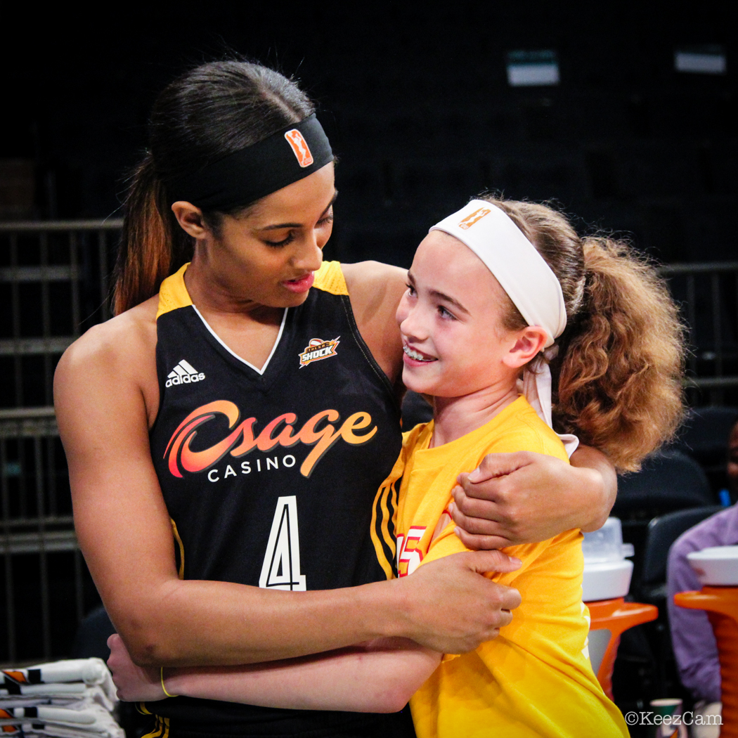 Skylar Diggins & young Tulsa fan
