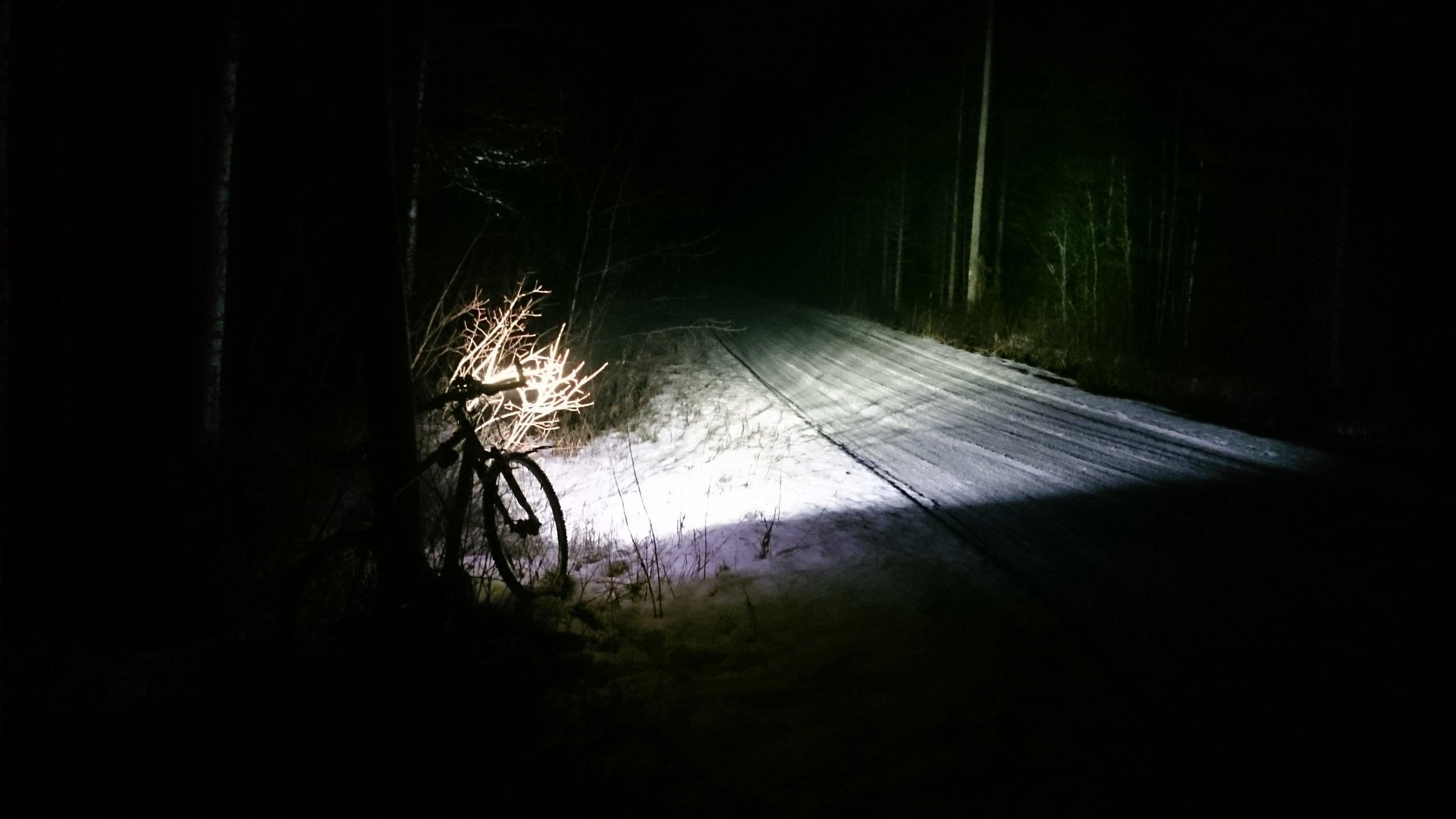 Tämän valon kanssa pyöräilijän ei tarvitse peljätä jäävänsä näkymättömäksi liikenteessä.