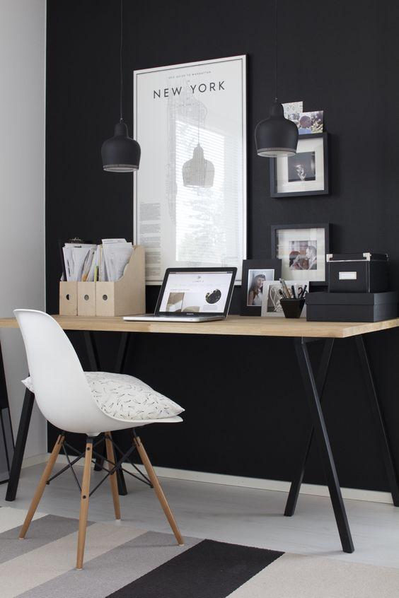 Taulut sijoitettu sopivalle korkeudelle työpöydän yläpuolelle  Kuva: Pinterest