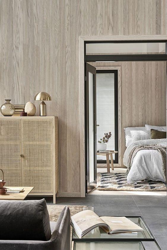 Vuoden 2017 asuntomessukohteessa käytetty saarnista valmistettua, valkokäsiteltyä Siparilan Vire-paneelia pystyyn asennettuna. Kuva: Pinterest