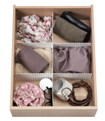 Laatikonjakajia käyttäen pikkutavaran säilytys siistiytyy ja tavaroiden löytäminen helpottuu. Kuva: Ikea
