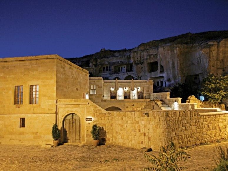 serinn-house-cave-hotels.jpg