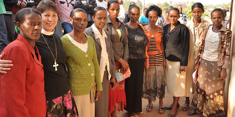 Ethiopia Onesimus Nesib Seminary women students and Pastor Samuelson in 2011