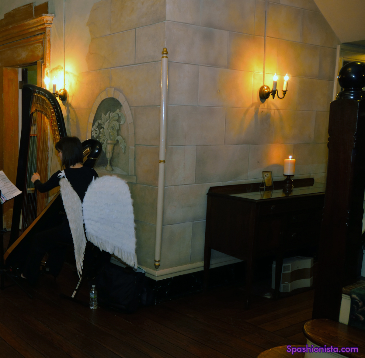 An angelic harp player