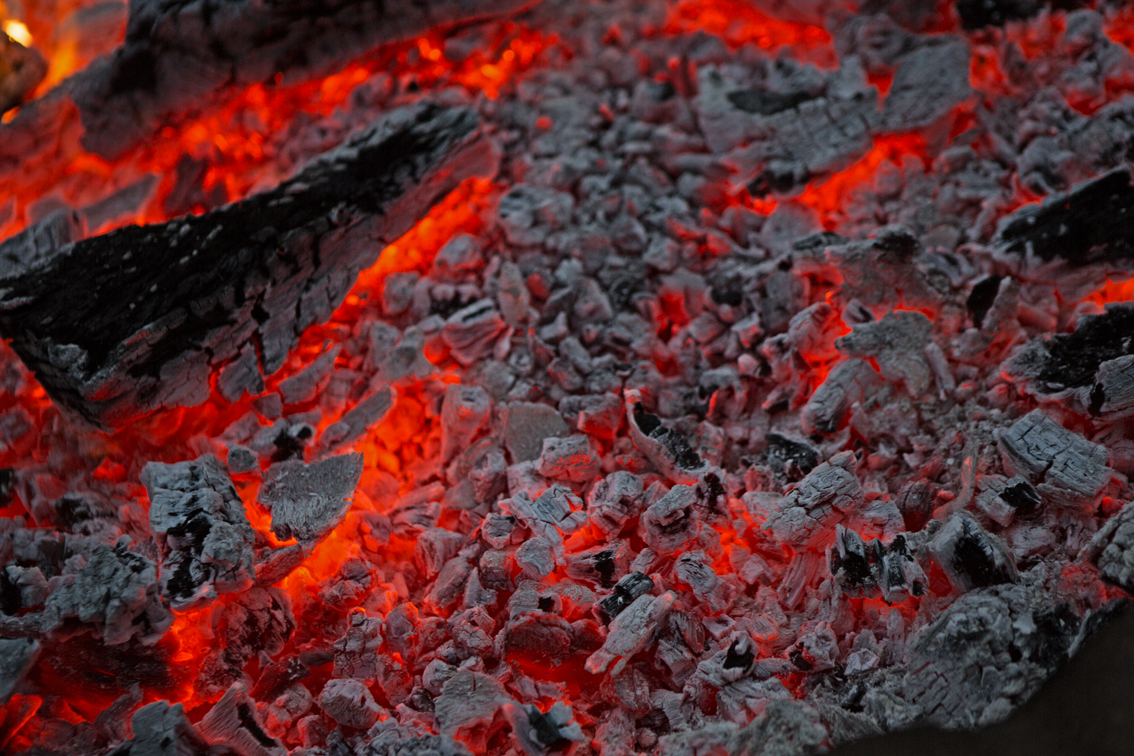 The fire, ready to cook.