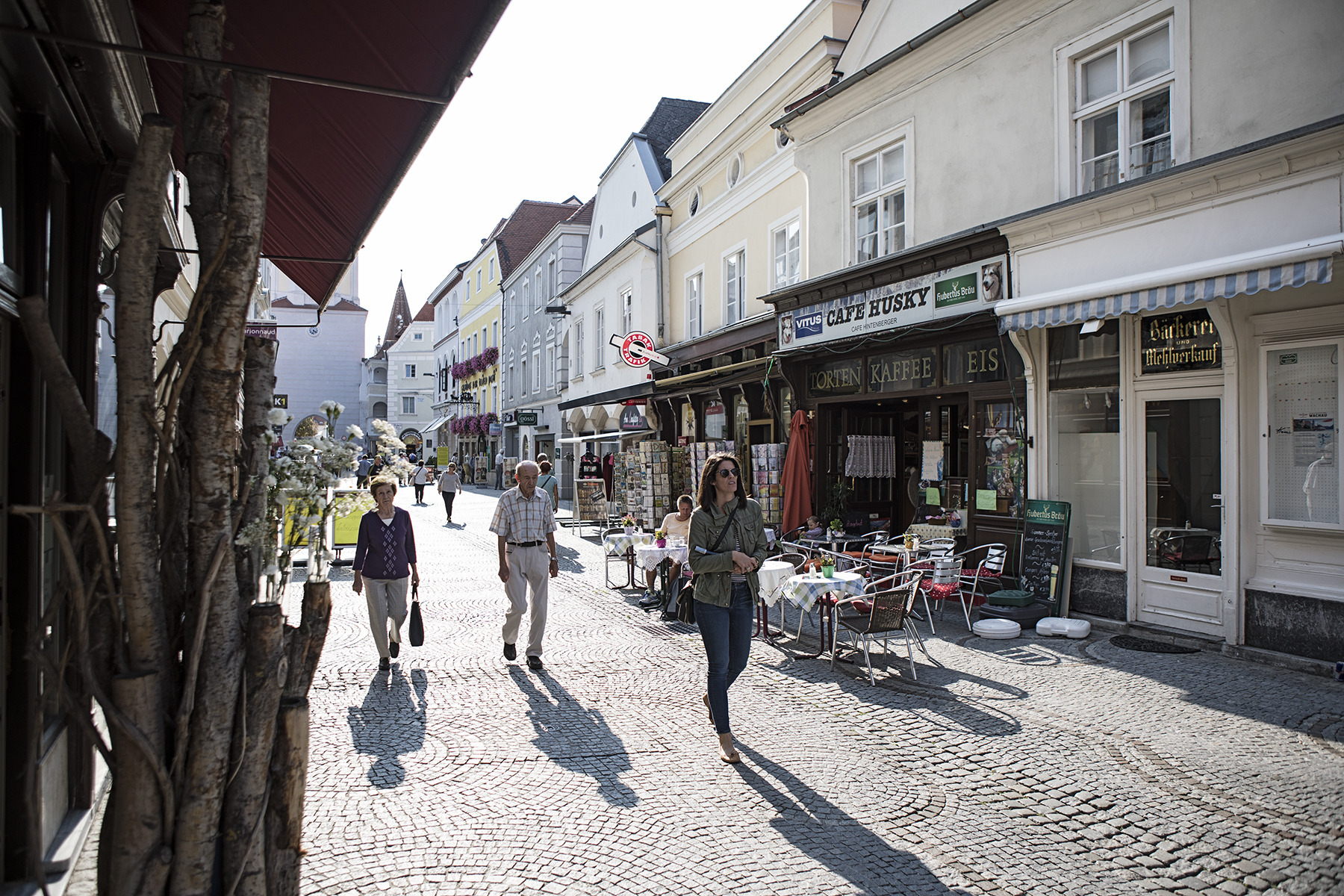 Long shadows and shopping in Krems.