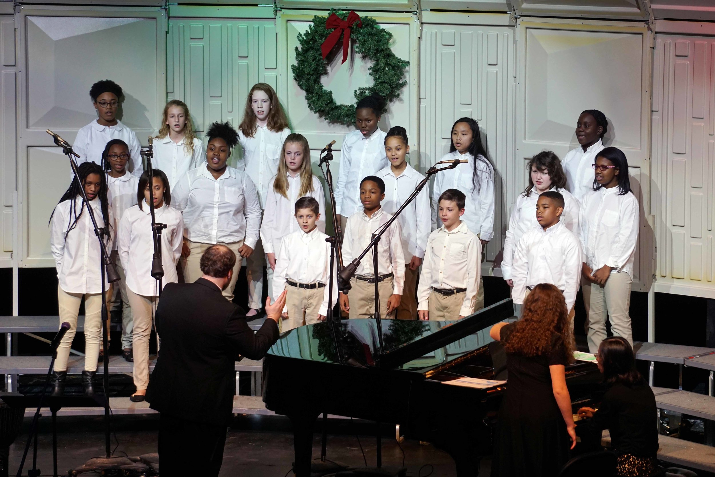 Dec3 ChorusChristmasConcertBegChorus04.jpg