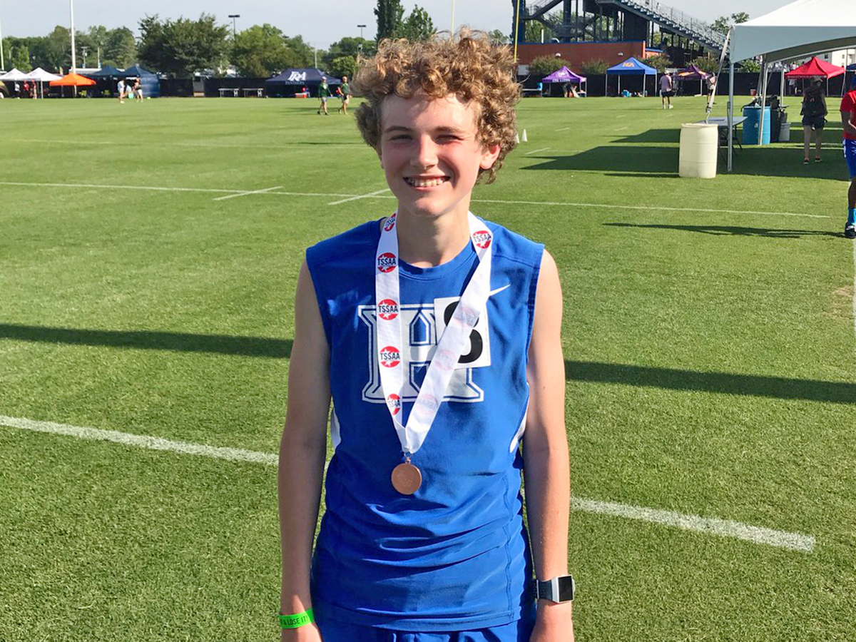Andy Henton 8th in the 3200