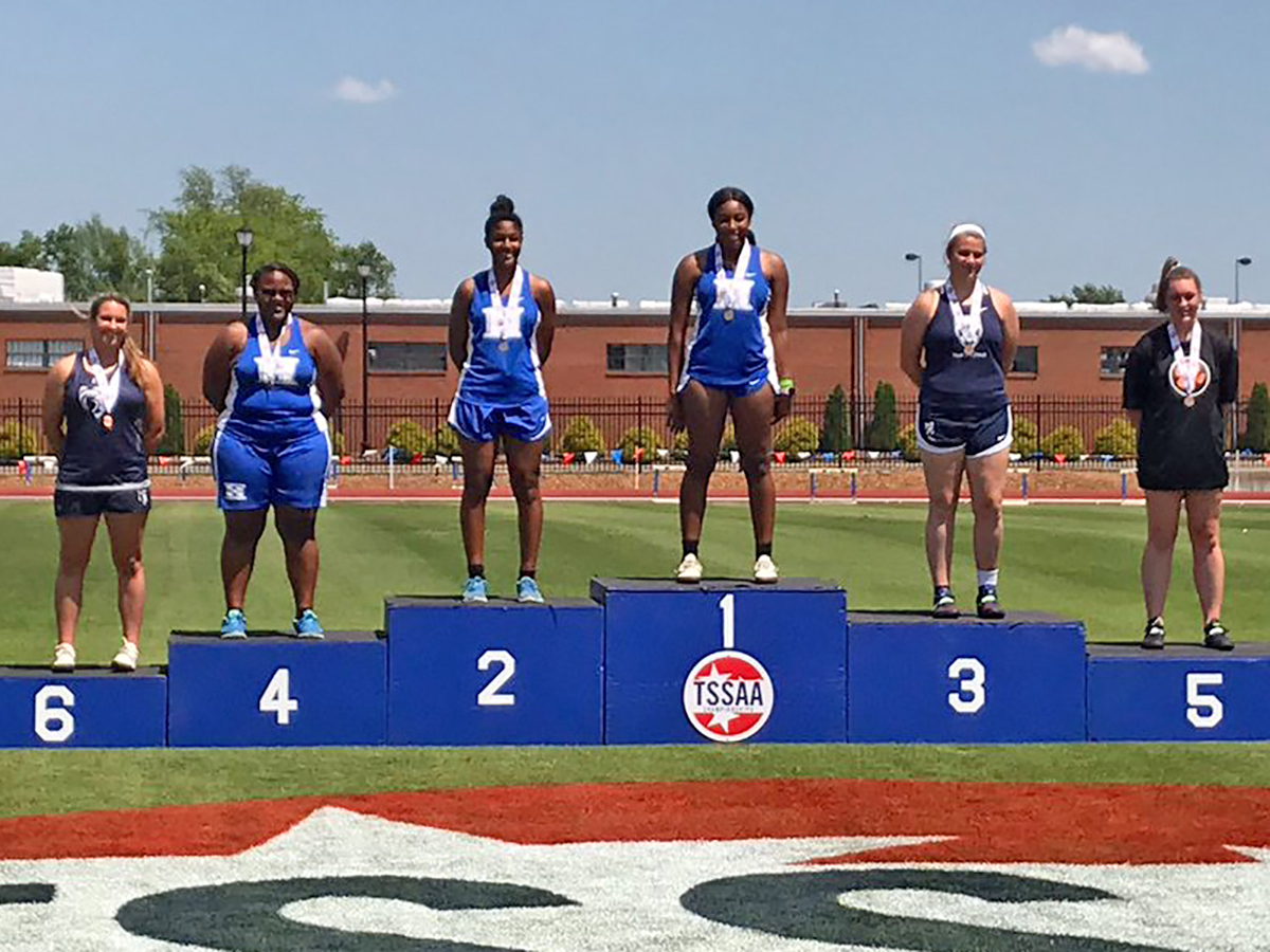 Kimari Terrell 1st, Hailey Smith 2nd & Jocelyn Bringht 4th in discus