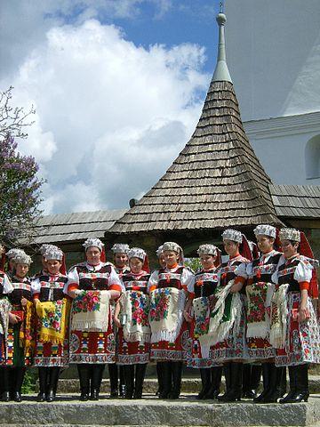 Girls in traditional dress for Pentecost,  Izvoru Crișului/ Körösfö. Photo by Petru Suciu.