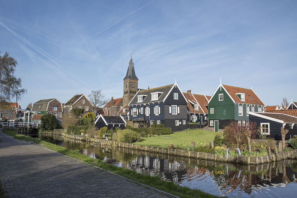 Characteristic wooden houses, a canal, and the town church in the background, Marken, NL. Photo: Harm Joris ten Napel