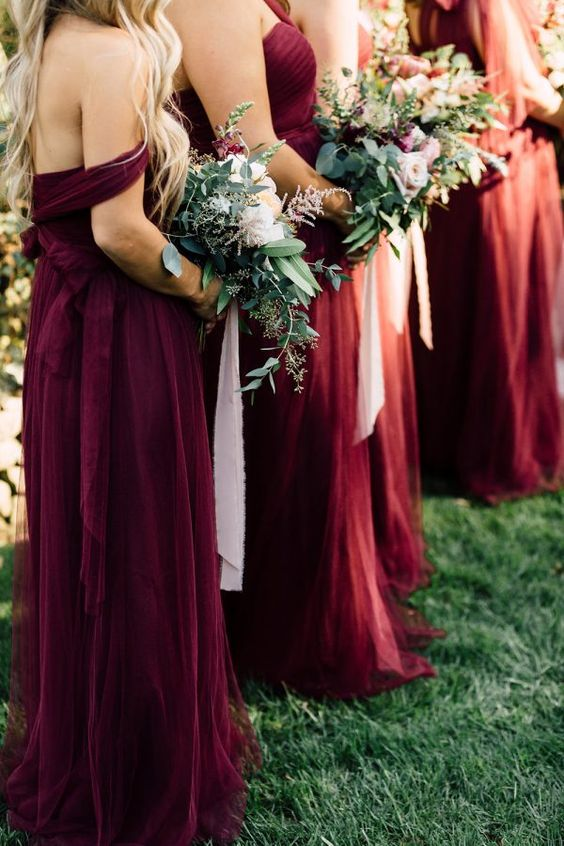 https://ruffledblog.com/a-california-garden-wedding-with-romantic-florals/