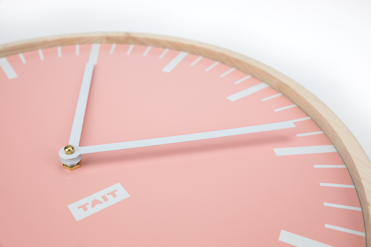 THE HANDS - –HAND SCREEN PRINTED ALUMINUM–Did you know that the most common material for clock dials is paper? Not here. Our dial plates are laser cut from 100% American-made aluminum.The metal is screen printed by hand twice – first with a layer of white, second with the Wall Clock's color. Each dial plate features a minimalist and modern design to clearly mark the hours and minutes.