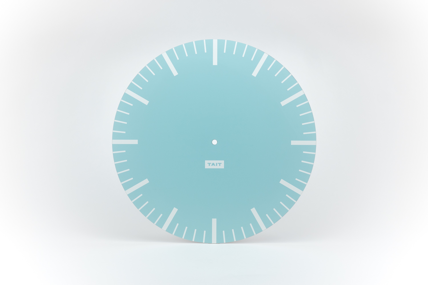THE DIAL - –HAND SCREEN PRINTED ALUMINUM–Did you know that the most common material for clock dials is paper? Not here. Our dial plates are laser cut from 100% American-made aluminum.The metal is screen printed by hand twice – first with a layer of white, second with the Wall Clock's color. Each dial plate features a minimalist and modern design to clearly mark the hours and minutes.