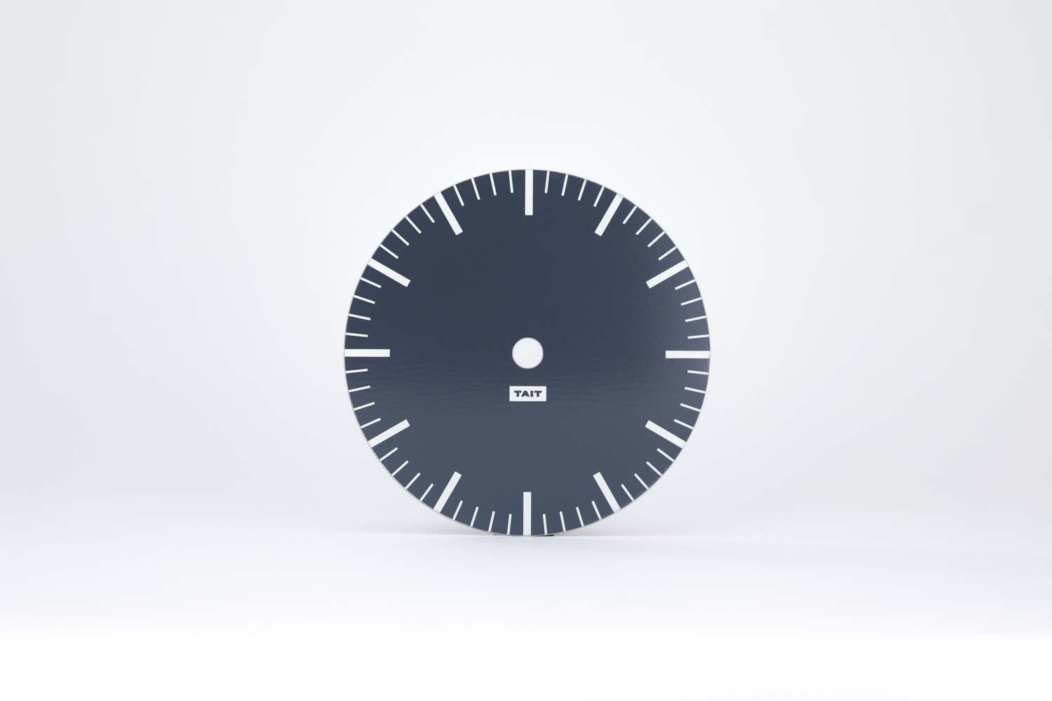 THE DIAL - –HAND SCREEN PRINTED ALUMINUM–Did you know that the most common material for clock dials is paper? Not here. Our dial plates are laser cut from 100% American-made aluminum.The metal is screen printed by hand twice – first with a layer of white, second with the Desk Clock's color. Each dial plate features a minimalist and modern design to clearly mark the hours and minutes.