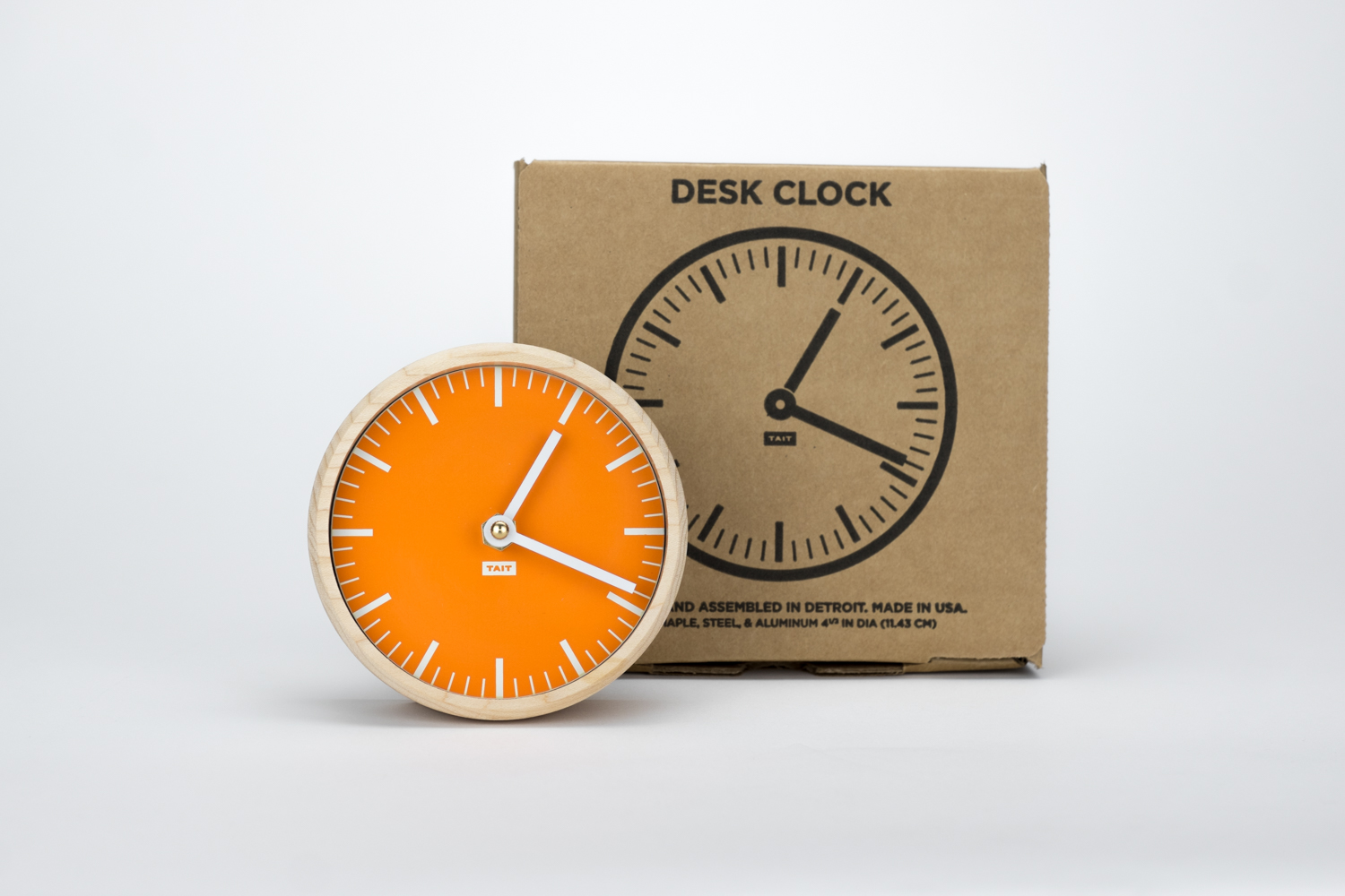 THE PACKAGING - –PROTECTIVE AND RECYCLED–Like the rest of our Desk Clock, the packaging is custom made. We selected a recycled kraft box with an insert that perfectly fits the Desk Clock, keeping it safe wherever you go.