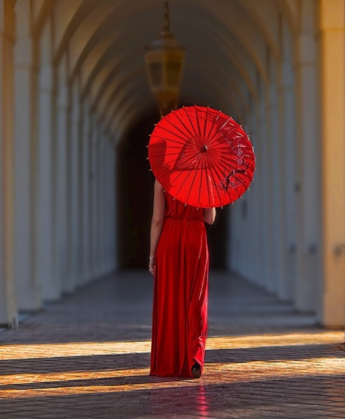 When ladies carried parasols
