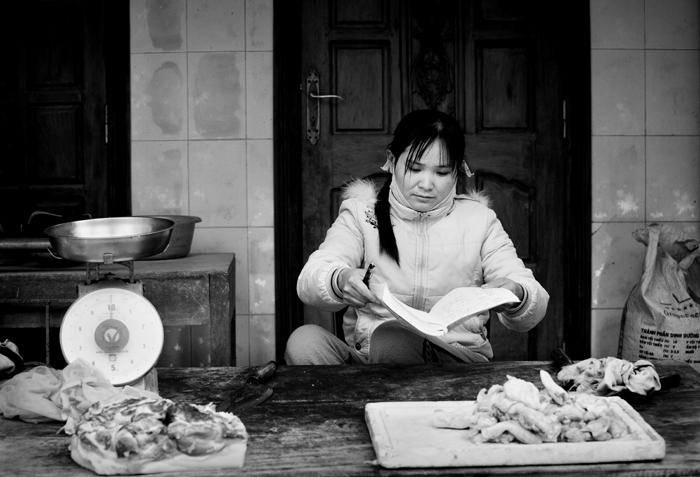 People Reading Print. Photo: Lynn Gail