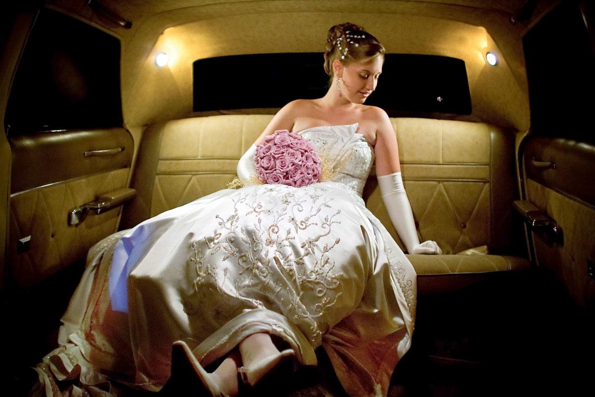Noiva dentro da limousine