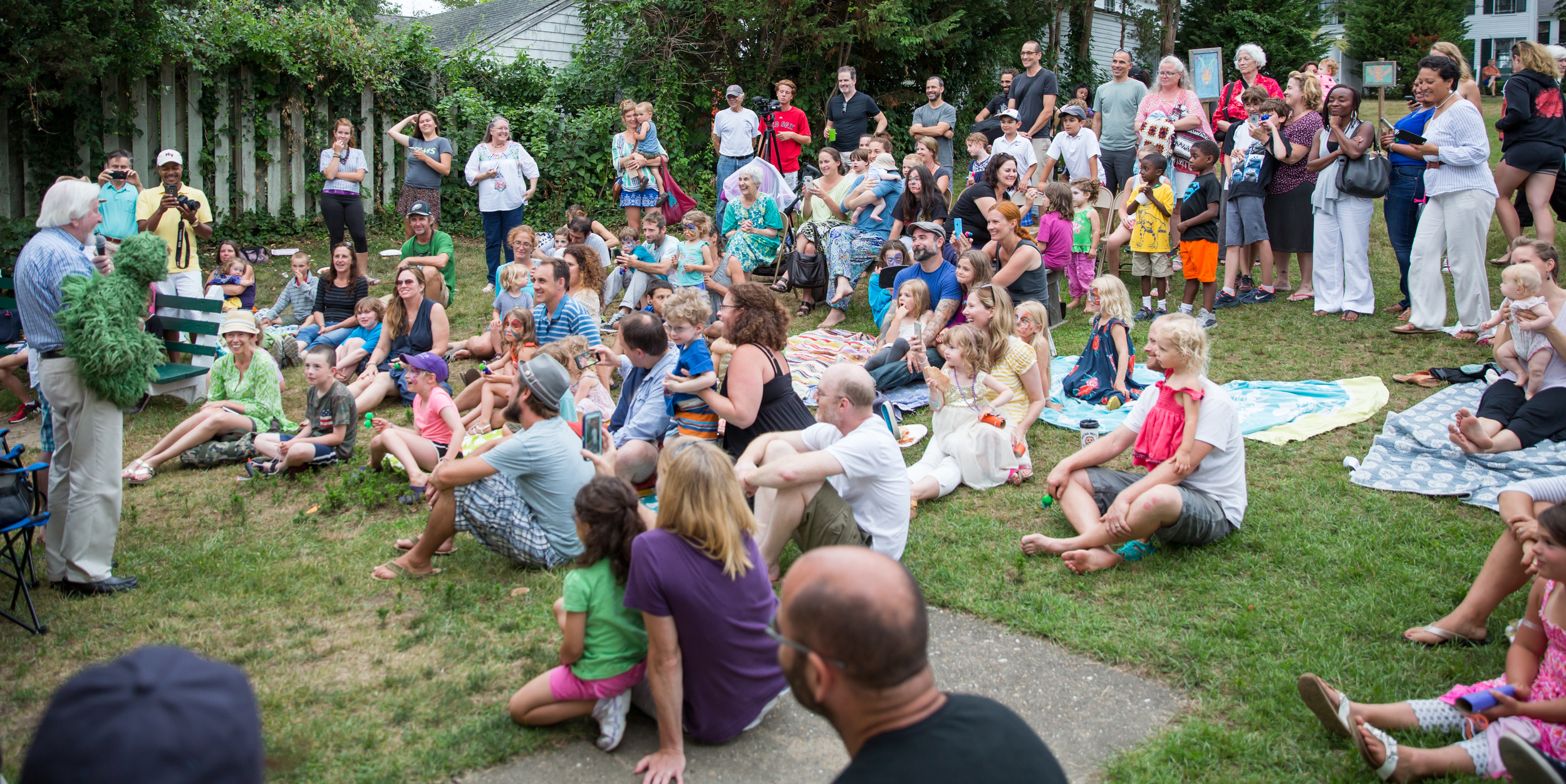 """Caroll Spinney (a.k.a. Big Bird and Oscar the Grouch) sings """"I Love Trash"""" at the free puppet-making workshop before the screening of I AM BIG BIRD on July 30, 2015,at Owen Park in Vineyard Haven.Photo by Maria Thibodeau."""