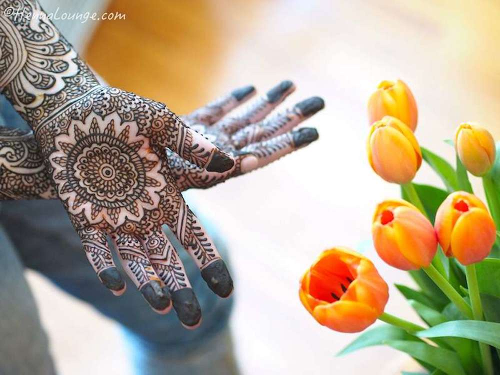Tulips and mehndi. Mehndi pattern a  www.hennalounge.com  exclusive